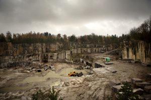 Fördjupning om den skånska stenindustrin. Stenbrottet i Bokalyckan, en dryg mil från Sibbhult
